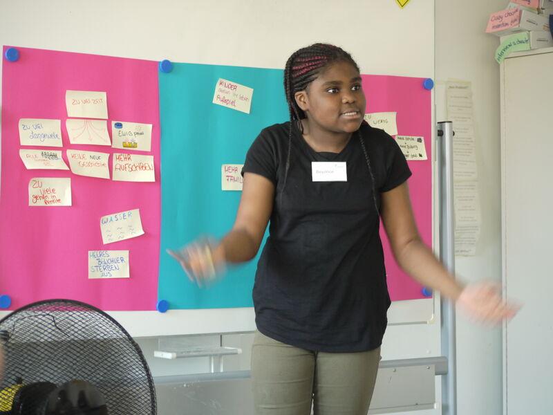 Die Weekednschool-Kids präsentiere ihre Gruppenergebnisse